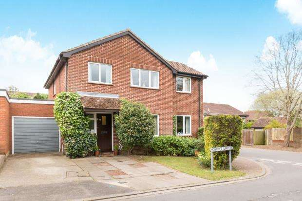 5 Bedrooms Detached House for sale in Tadley, Hampshire, England