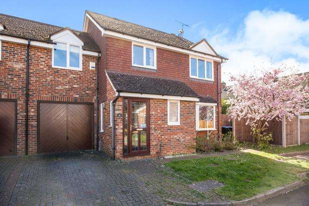 4 Bedrooms Link Detached House for sale in Byfleet, Surrey