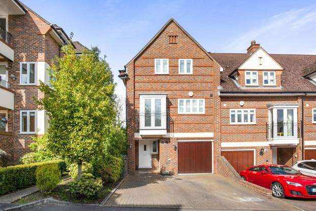 4 Bedrooms End Of Terrace House for sale in Pyrford, Surrey