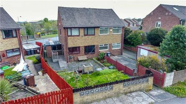 3 Bedrooms Semi Detached House for sale in Fenby Grove, Bradford, West Yorkshire