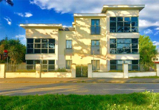 2 Bedrooms Flat for sale in Bournemouth, Dorset, BH7