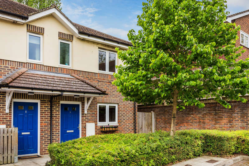 3 Bedrooms End Of Terrace House for sale in Minstrels Close, Edenbridge, TN8