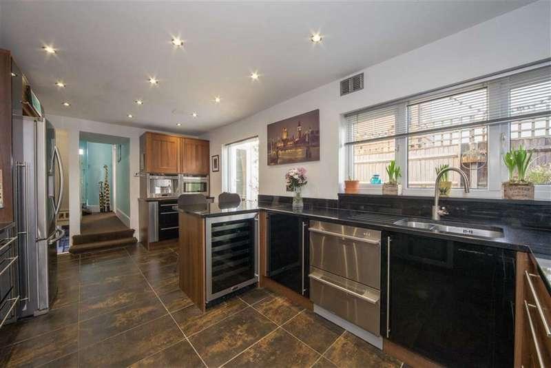 4 Bedrooms Property for sale in Station Road, Dunstable, Bedfordshire, LU5