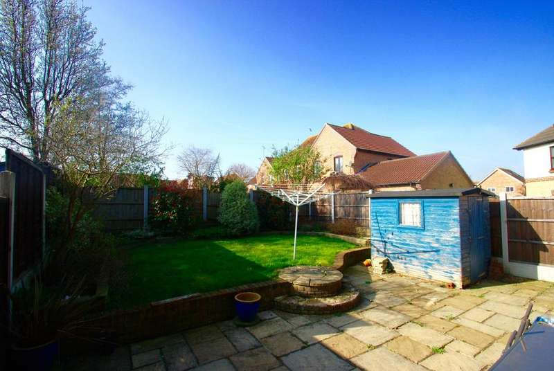 3 Bedrooms End Of Terrace House for sale in Langham Drive, Rayleigh