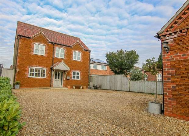 4 Bedrooms Detached House for sale in The Beaches, Heacham