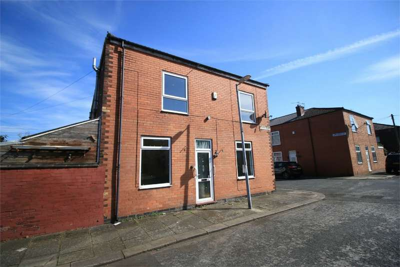 2 Bedrooms End Of Terrace House for sale in Watson Street, Eccles, Manchester