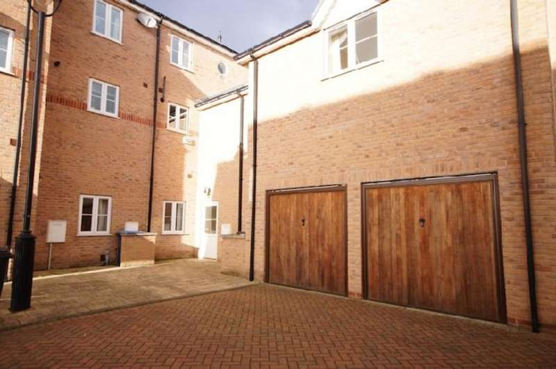 4 Bedrooms Town House for sale in Marine Walk, Burton Waters, Lincoln