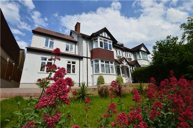 1 Bedroom Flat for sale in Foxley Lane, PURLEY, Surrey, CR8 3EE