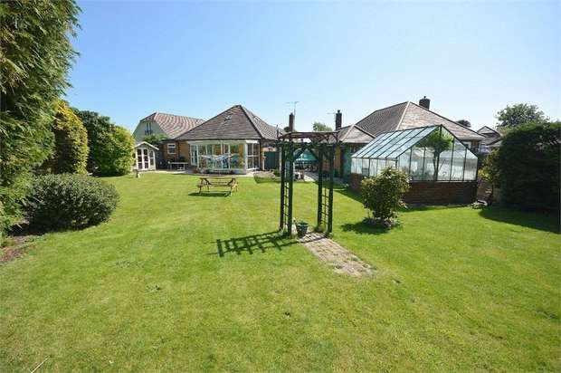 2 Bedrooms Detached Bungalow for sale in Hurstdene Road, Bournemouth, Dorset