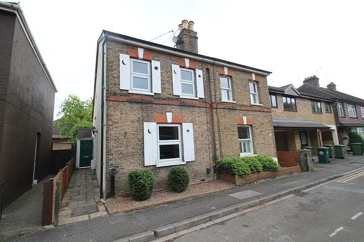 2 Bedrooms Semi Detached House for sale in George Street, Staines-Upon-Thames, TW18