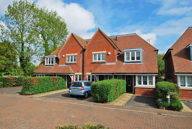 2 Bedrooms End Of Terrace House for sale in Waldenbury Place, Beaconsfield, HP9