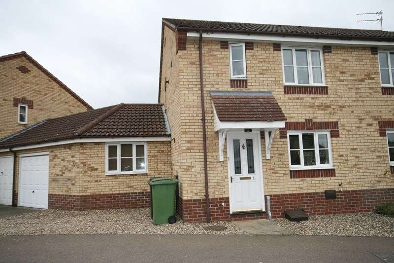 3 Bedrooms Semi Detached House for sale in Teasel Road, Attleborough