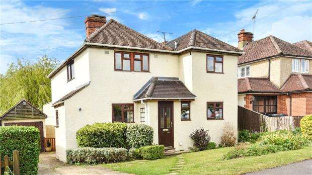 4 Bedrooms Detached House for sale in Hazell Road, Farnham, Surrey