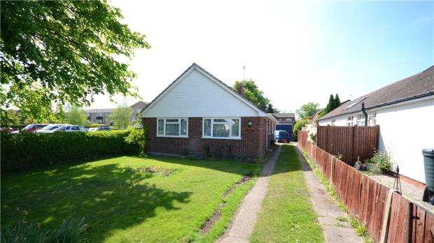 3 Bedrooms Detached Bungalow for sale in The Broadway, Sandhurst, Berkshire
