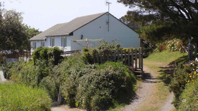 5 Bedrooms Detached Bungalow for sale in Cawsand, Cornwall PL10 1LE