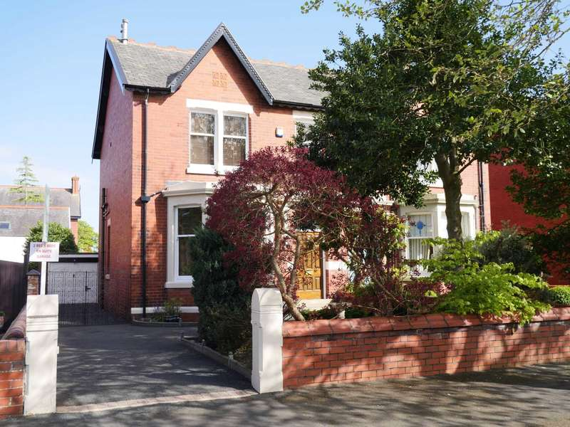 5 Bedrooms Semi Detached House for sale in Elms Avenue, Lytham