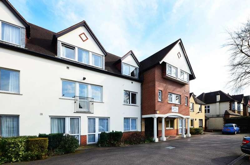 2 Bedrooms Flat for sale in Village Road, Enfield, EN1