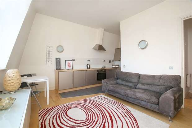 2 Bedrooms Flat for sale in Peckham Grove, London