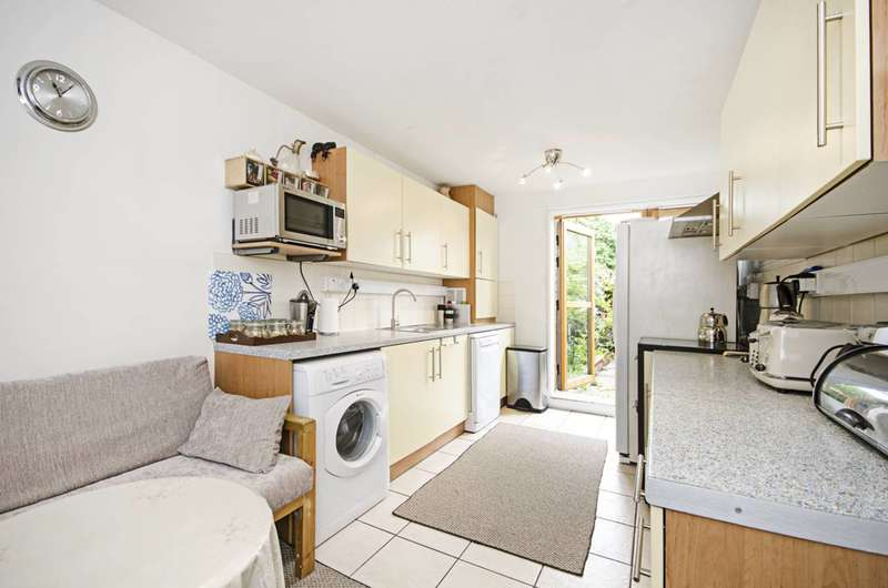 3 Bedrooms Maisonette Flat for sale in Muir Road, Clapton, E5
