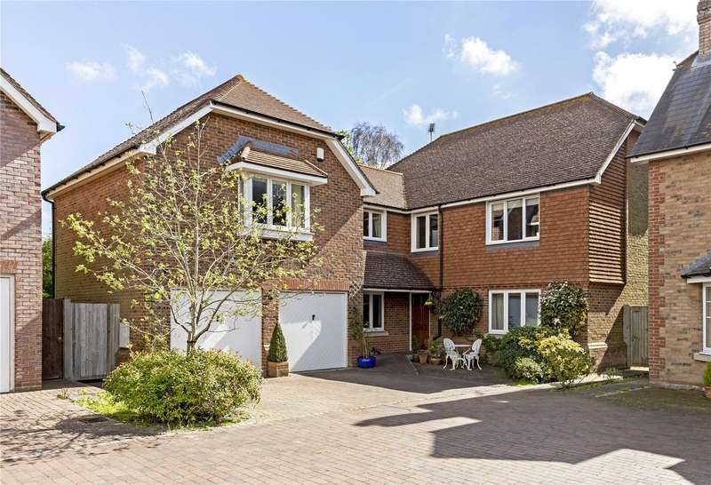 5 Bedrooms Detached House for sale in Willowmead Close, Runcton, Chichester, West Sussex, PO20