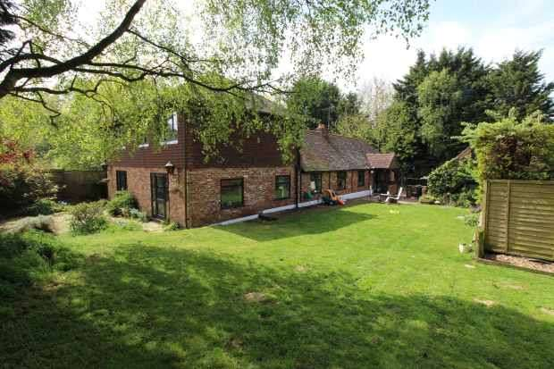 4 Bedrooms Detached House for sale in Sandyhurst Lane, Ashford, Kent, TN25 4NY