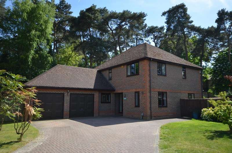 4 Bedrooms Detached House for sale in Reading Road South, Church Crookham