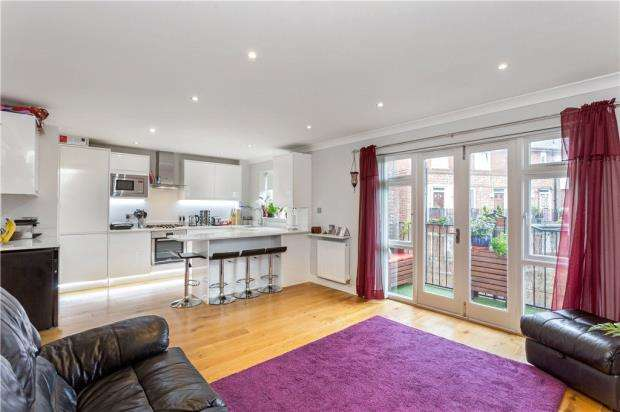 2 Bedrooms Flat for sale in Southwark Park Road, London