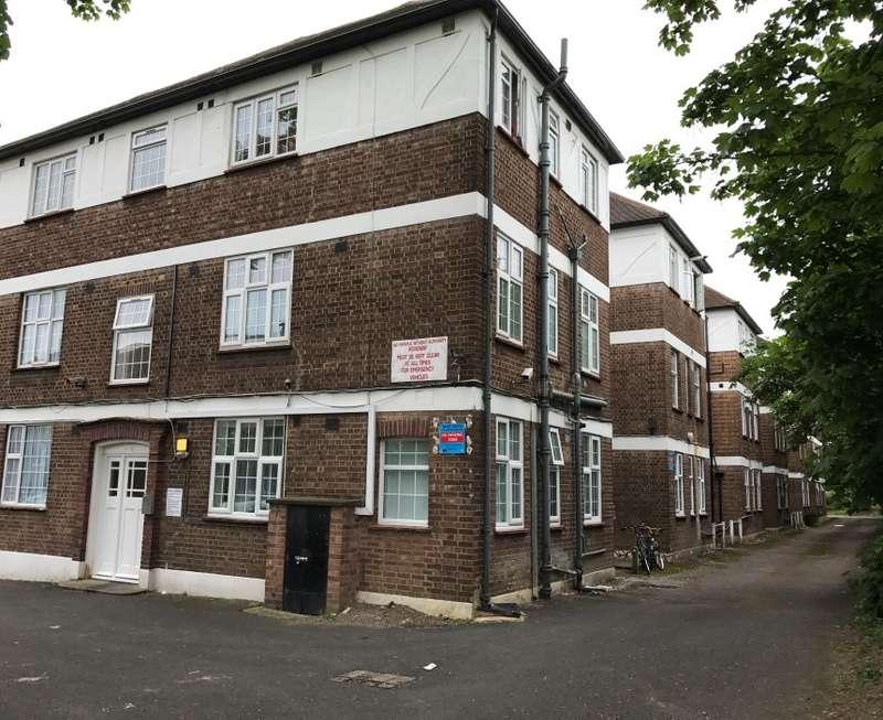 2 Bedrooms Apartment Flat for sale in Elder Gardens, West Norwood, London, SE27 9TJ