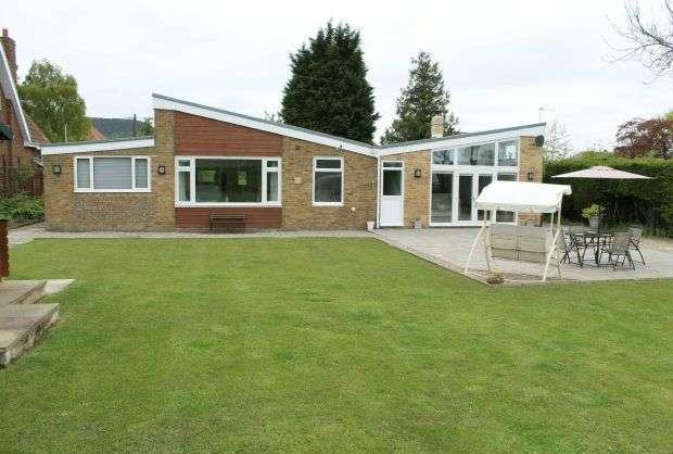 4 Bedrooms Bungalow for sale in 'Field View', Belmangate, Guisborough