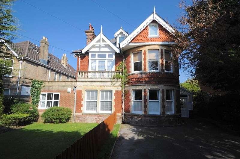 2 Bedrooms Flat for sale in Kingsbridge Road, Lower Parkstone, Poole