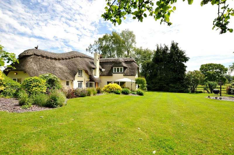 4 Bedrooms Cottage House for sale in Thatched Cottage, Ringwood, BH24 3PY