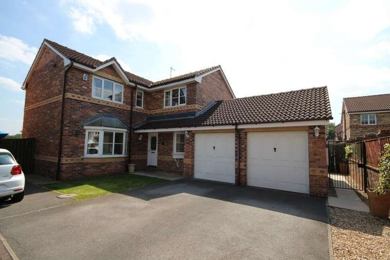 4 Bedrooms Detached House for sale in Yew Tree Drive