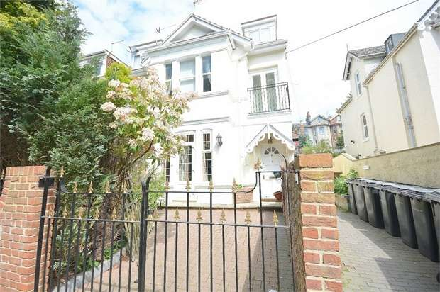 2 Bedrooms Flat for sale in Spencer Road, Bournemouth, Dorset