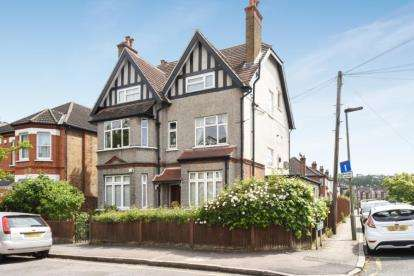 2 Bedrooms Flat for sale in Cambridge Road, Bromley