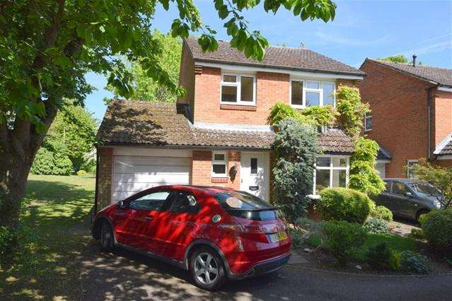 3 Bedrooms Detached House for sale in Roman Gardens, Kings Langley