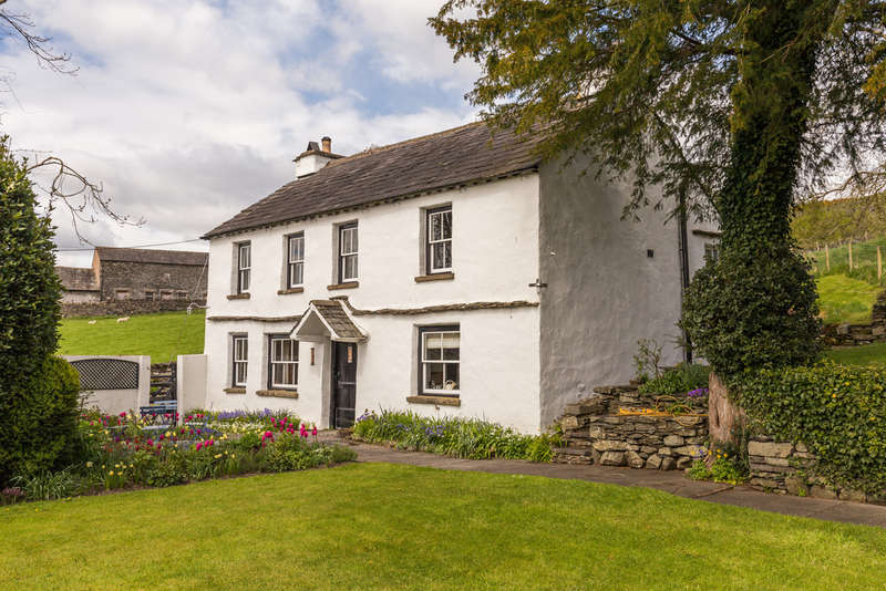4 Bedrooms House for sale in Low Cartmell Fold, Crosthwaite, Kendal, Cumbria LA8 8HS