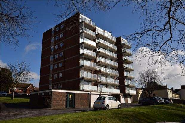 2 Bedrooms Flat for sale in Jevington House, Upperton Road, EASTBOURNE, East Sussex, BN21 1LW