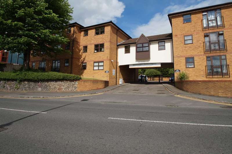2 Bedrooms Apartment Flat for sale in Station Approach, Station Road