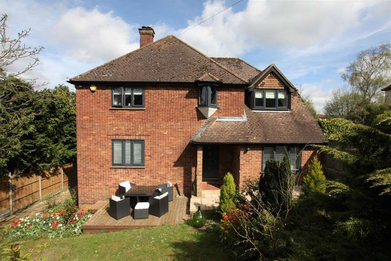 5 Bedrooms Detached House for sale in Eskdale Avenue, Chesham, Bucks, HP5 3BD