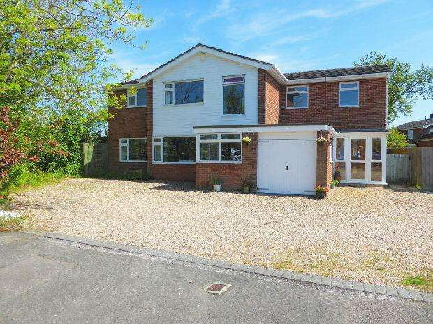 5 Bedrooms Detached House for sale in Tennyson Close, Banbury
