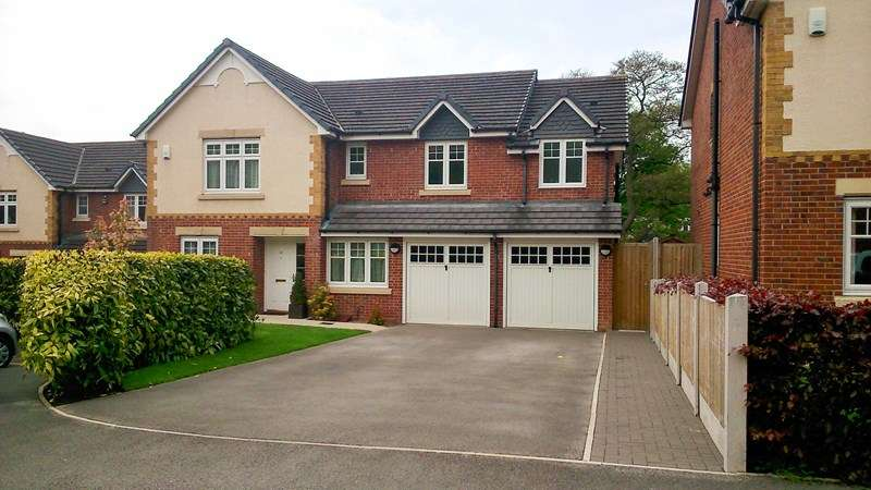 5 Bedrooms Detached House for sale in Ashenhurst Way, Leek, Staffordshire ST13
