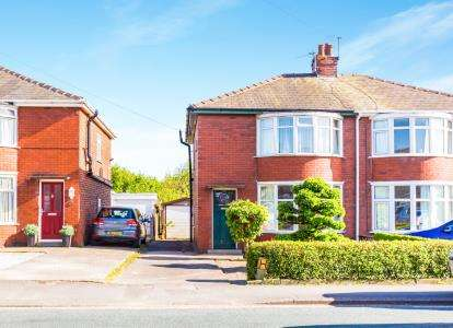 3 Bedrooms Semi Detached House for sale in Brownedge Road, Lostock Hall, Preston