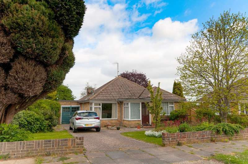 3 Bedrooms Bungalow for sale in Farm Close, Seaford, BN25 3RY