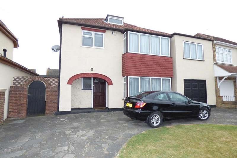 4 Bedrooms Detached House for sale in Wingletye Lane, Hornchurch RM11