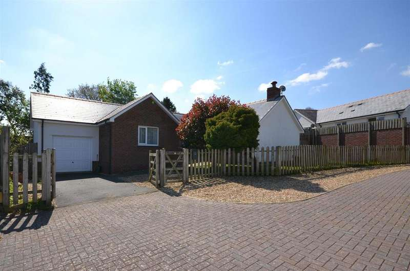 3 Bedrooms Detached Bungalow for sale in Aberporth