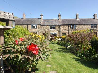 2 Bedrooms Terraced House for sale in Blue Row, Heddon On The Wall, Northumberland, NE15