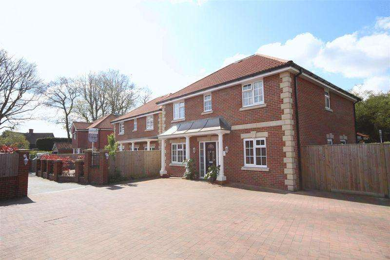 4 Bedrooms Detached House for sale in South Lane, Clanfield, Waterlooville