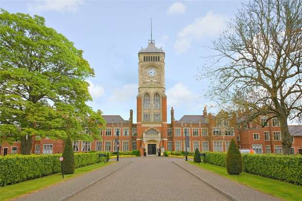 1 Bedroom Flat for sale in Wessex House, Marlborough Drive, Bushey, Hertfordshire