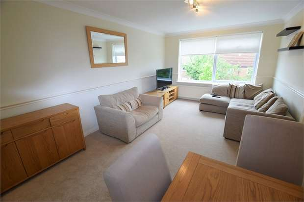 2 Bedrooms Flat for sale in Chingford Avenue, London