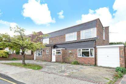 4 Bedrooms Detached House for sale in Mere Close, Orpington